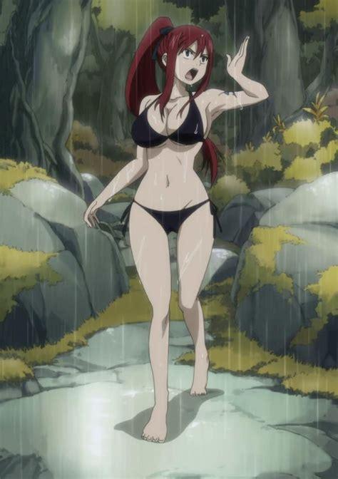Erza Scarlet yang mengenakan bikini, tidak terpengaruh oleh hujan